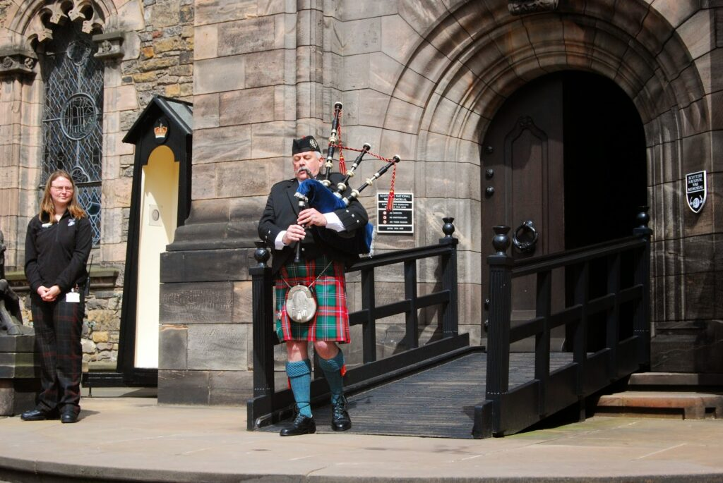 scottish-playing-bagpipe