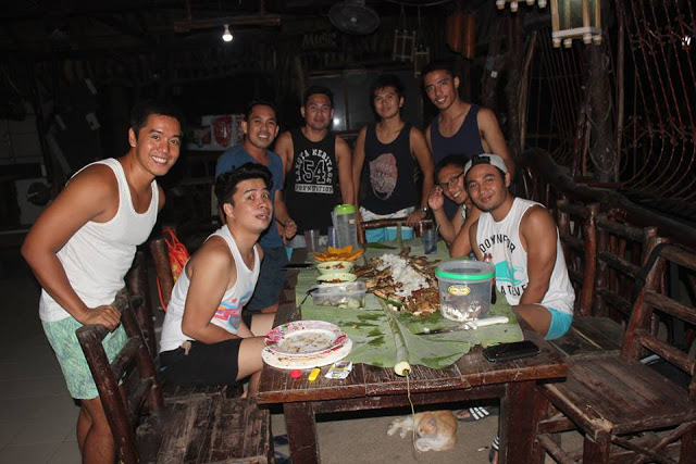 boodle fight with friends