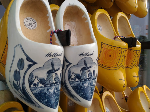 wear clogs from holland
