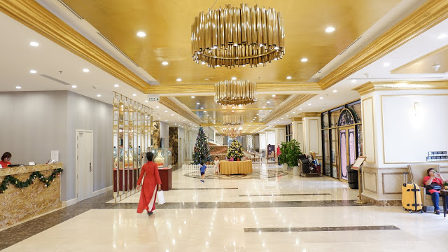 danang golden bay hotel lobby