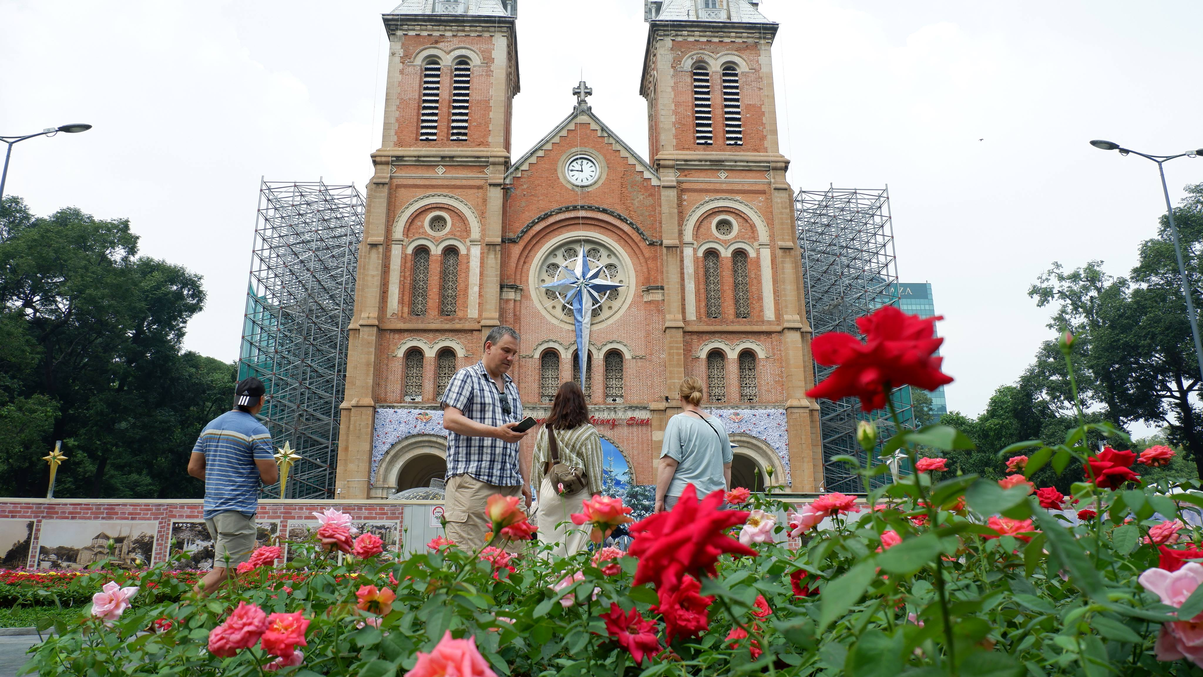 notre-dame-cathedral-ho-chi-minh (3)